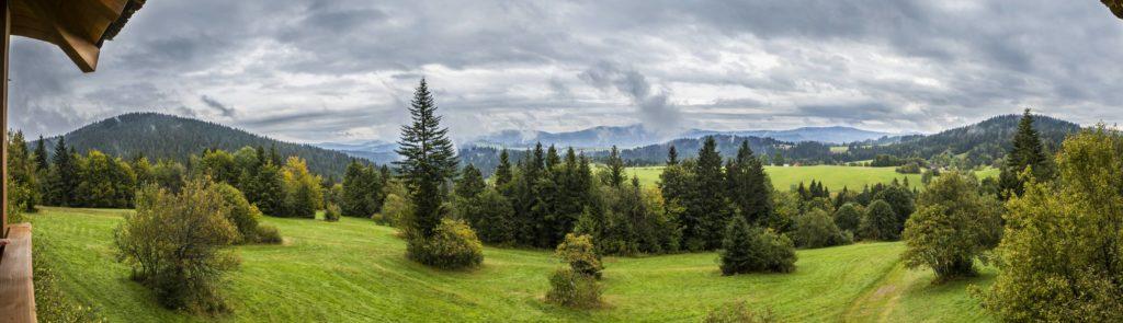 Panoramatický pohľad z rozhľadne na oravskú prírodu. fotograf Branislav Bruder