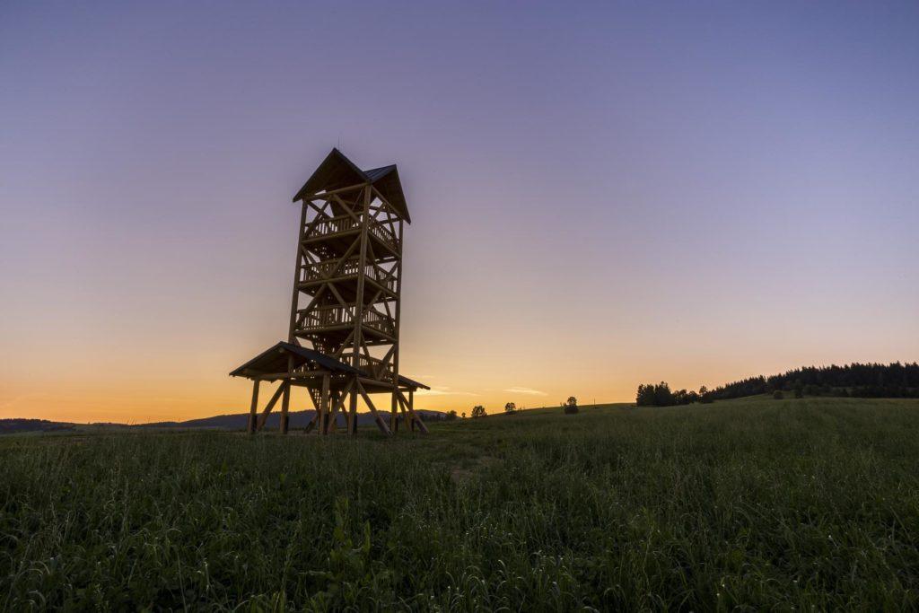 Zákamnská rozhľadňa po západe slnka.
