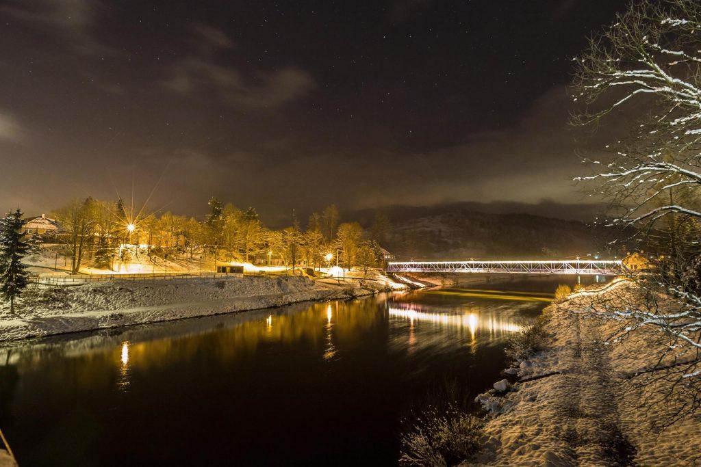Peší most cez rieku Orava v noci, Tvrdošín, fotograf, Branislav Bruder